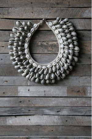 Kalung Kerang grey shells